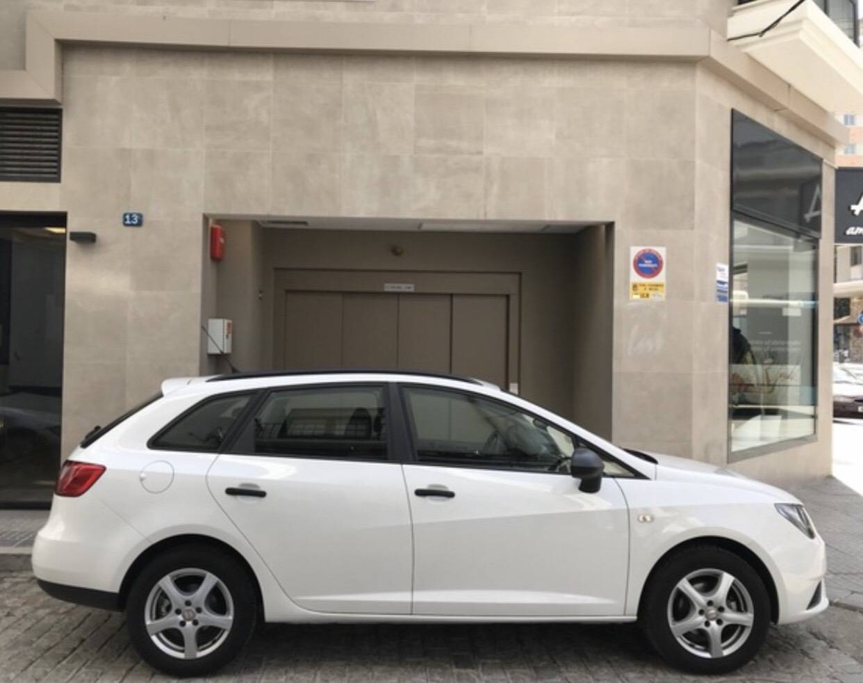 Buy SEAT IBIZA ST 2016 1.2 TSI 90CV second hand car in Málaga. With the guarantee of Larios Rental