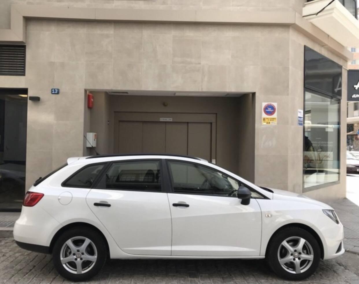 Acheter une voiture SEAT IBIZA ST 2016 1.2 TSI 90CV d'occasion à Málaga. Avec la garantie de Larios Rental